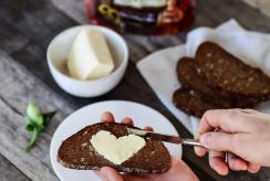 Kaip ilgiau išlaikyti šviežią duoną ir ką daryti su pertekliumi?