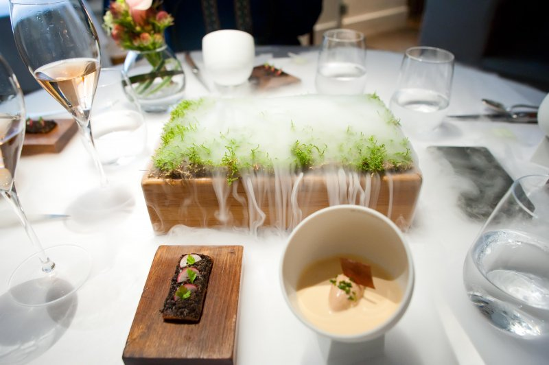 The_dry_ice_fog_from_the_service_of_Jelly_of_Quail__Cream_of_Crayfish_Chicken_Liver_Parfait__Oak_Moss_and_Truffle_Toas